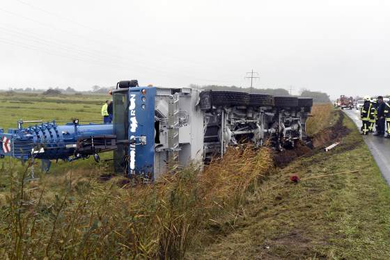 Kranwagen Unfall auf Sylt zwischen Archsum und Keitum