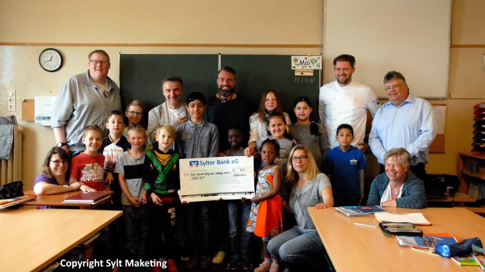 Spendenübergabe in der St. Nikolai-Schule