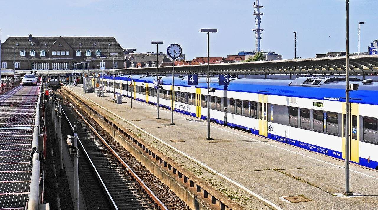 Die RE6 fährt zwischen Hamburg und Westerland