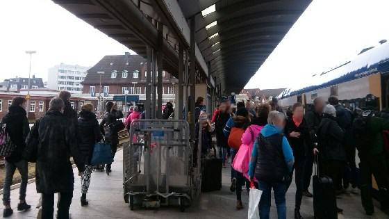 Zu wenig und überfüllte Züge fahren zurzeit von und nach Sylt