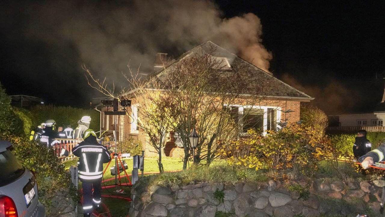 Starker Rauch drang aus dem Tinnumer Einfamilienhaus