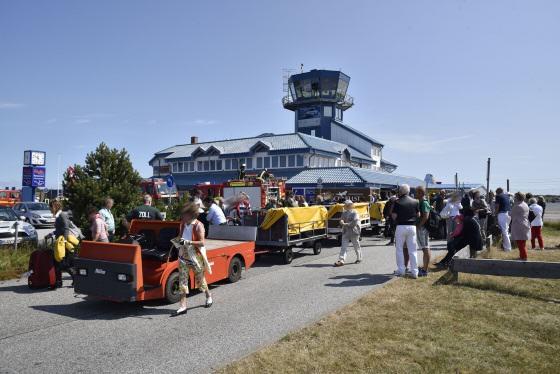 Passagierabfertigung während Feuerwehreinsatz