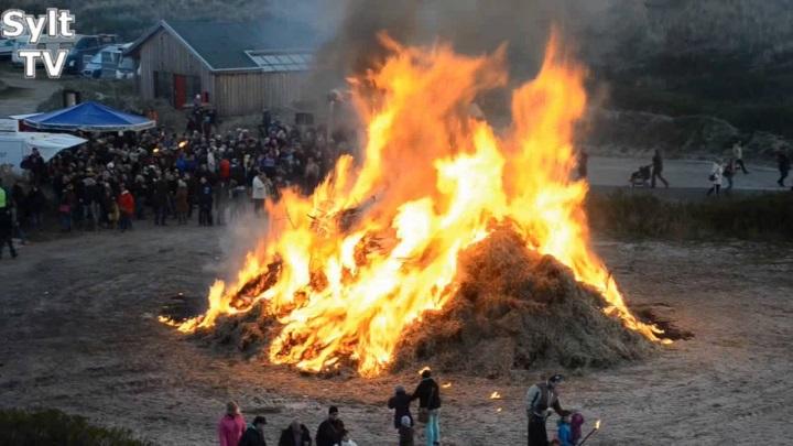Osterfeuer auf Sylt