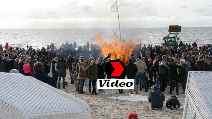 Sylt - Osterfeuer am Strand