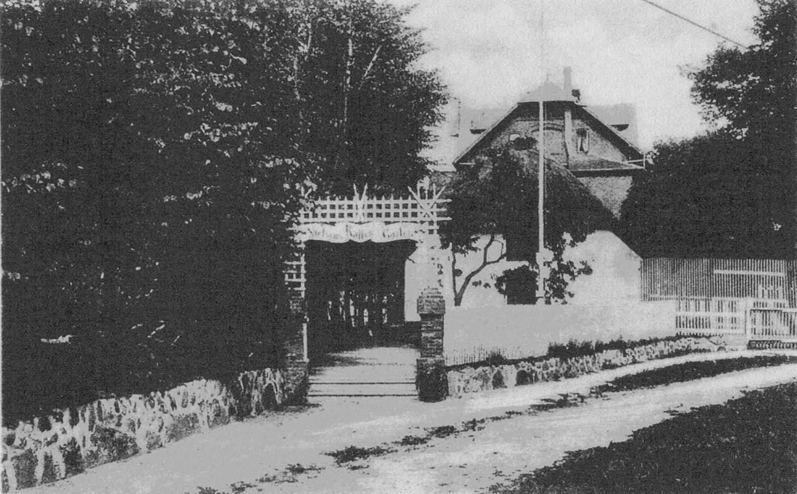 So sah der Eingang zu Nielsens Kaffeegarten in Keitum auf Sylt in den 30ger Jahren aus