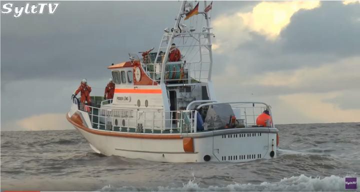 Sylt: Kitesurfer von Seenotrettern aus gefährlicher Lage befreit