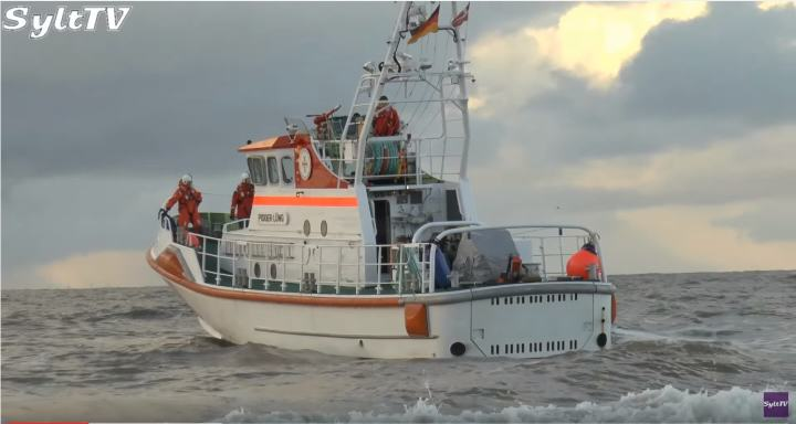 Lister Seenotretter bringen Sylter Neugeborenes ans Festland