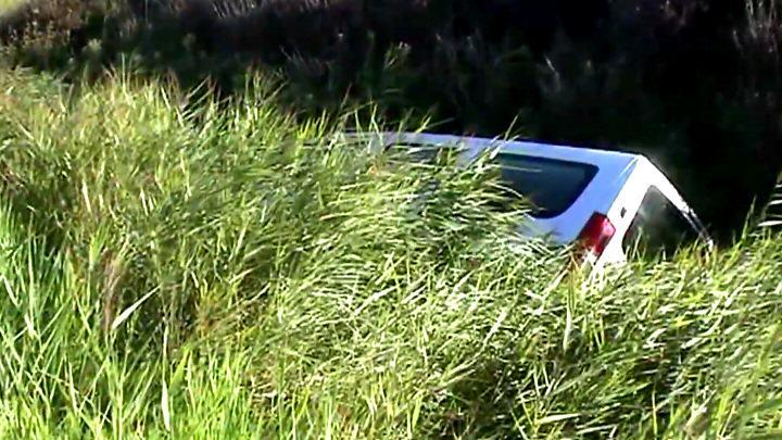 Erneut landete ein Auto an der L24 in Rantum/Sylt im Graben