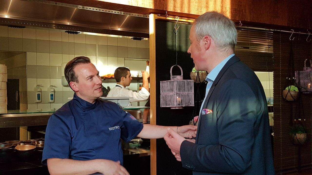 Tim Raue begrüßte die ersten Gäste persönlich in seinem