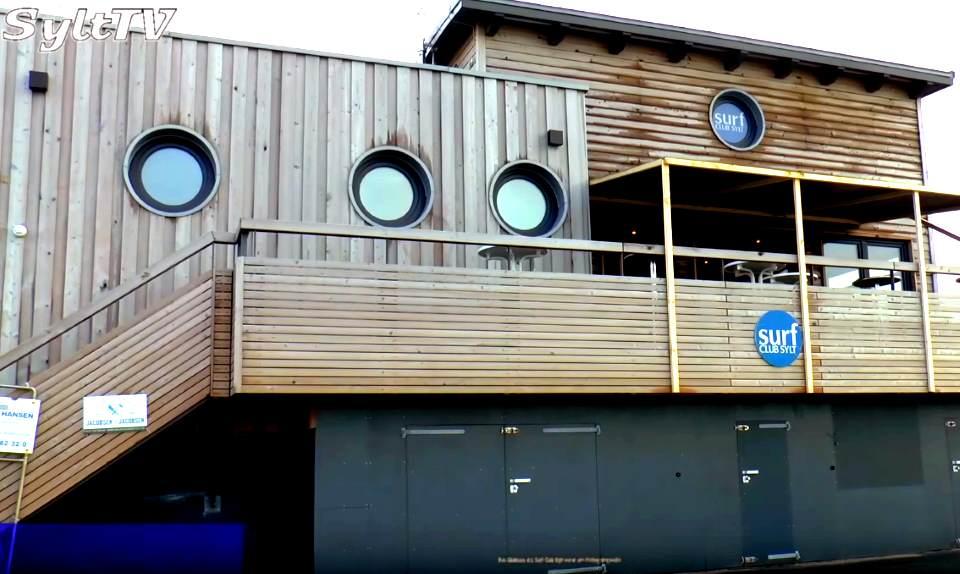 Das Clubheim des Surf Club Sylt am Brandenburger Strand in Westerland