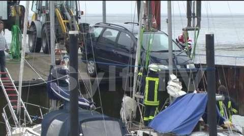 Auto stürzte in Hafen