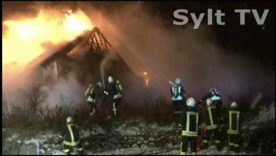 Reetdachhaus auf Sylt brennt nieder - 2 Verletzte