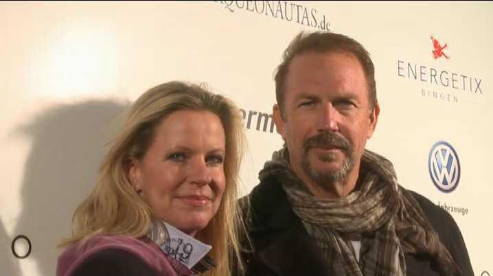 Anja Schüte und Kevin Costner