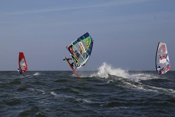 Freestyler beim Windsurfen