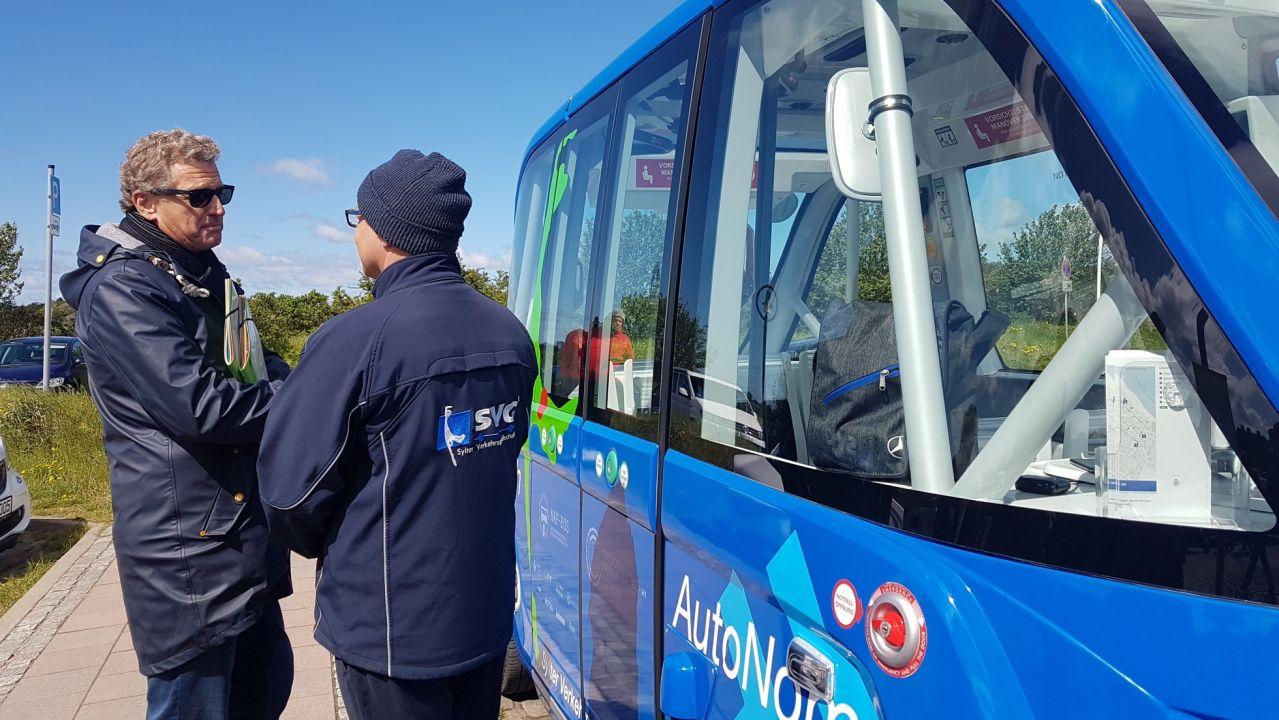 Der Wirtschaftsminister des Landes SH Dr. Bernd Buchholz, eröffnete am Samstag die erste NAF Bus Strecke in Schleswig Holstein.
