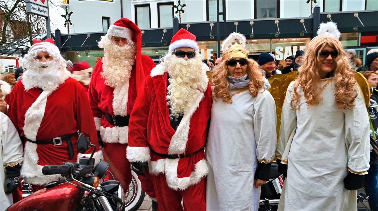 Harley Engel + Weihnachtsmänner bescherten Kinder auf Sylt