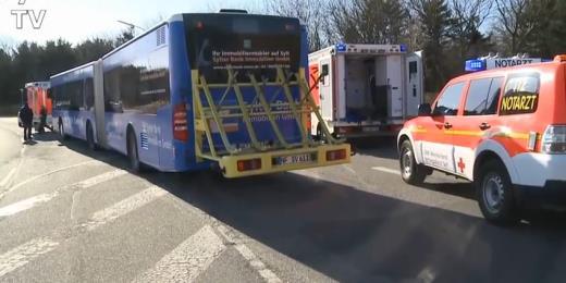 3 Verletzte auf Sylt bei Beinaheunfall zwischen einem Bus und einem Pkw
