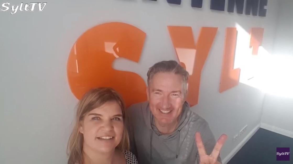 Martin Kraus hie rmit Antje im Antenne Sylt Studio, verlässten den Sender