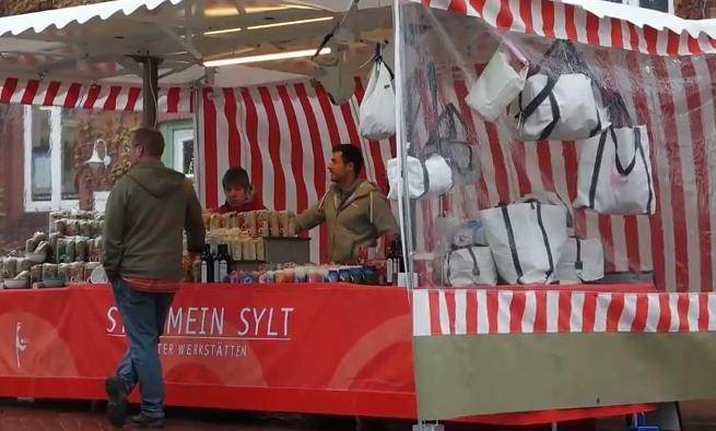 Wochenmarkt Sylt mit Stand der Sylter Werkstätten
