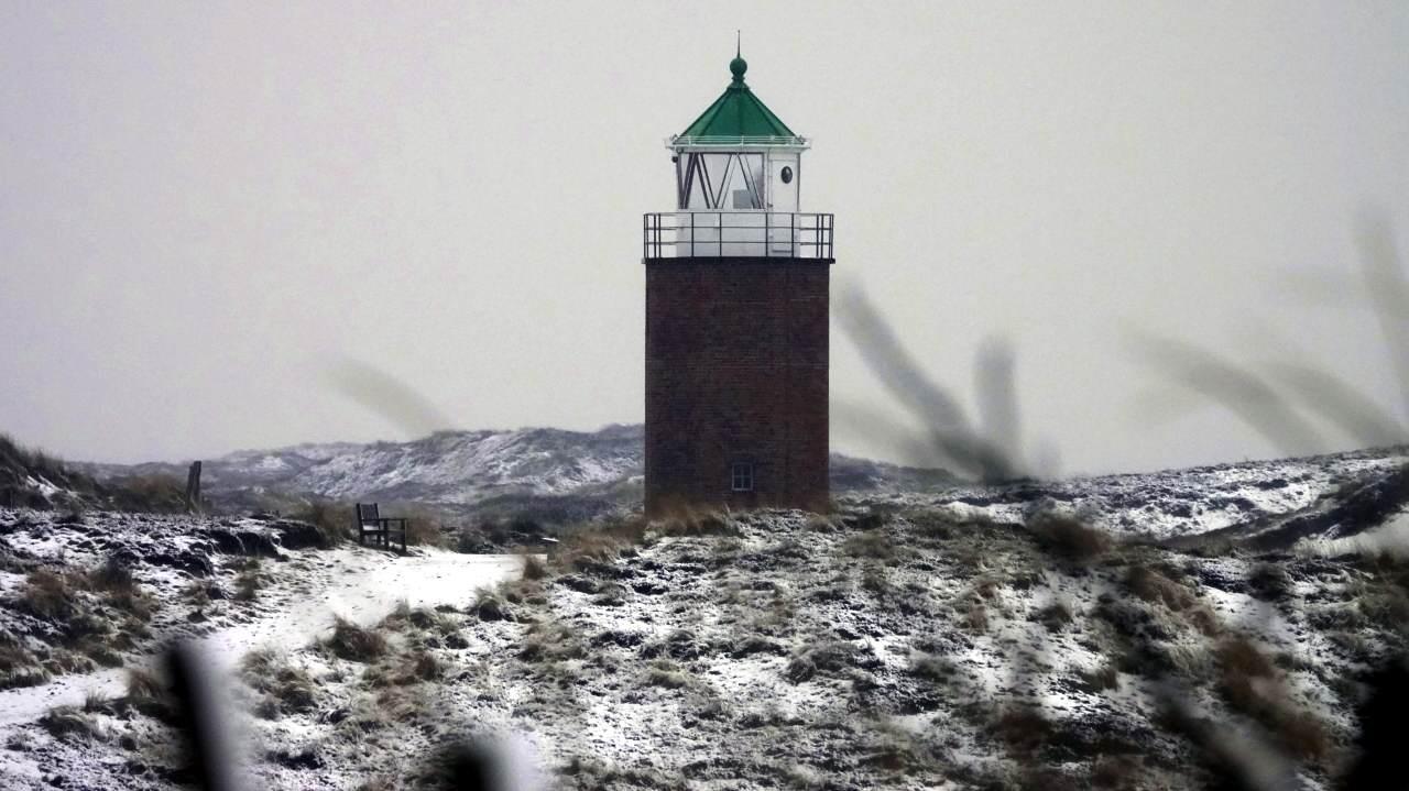 Das Quermarkenfeuer in Kampen in der winterlichen Sylter Landschaft